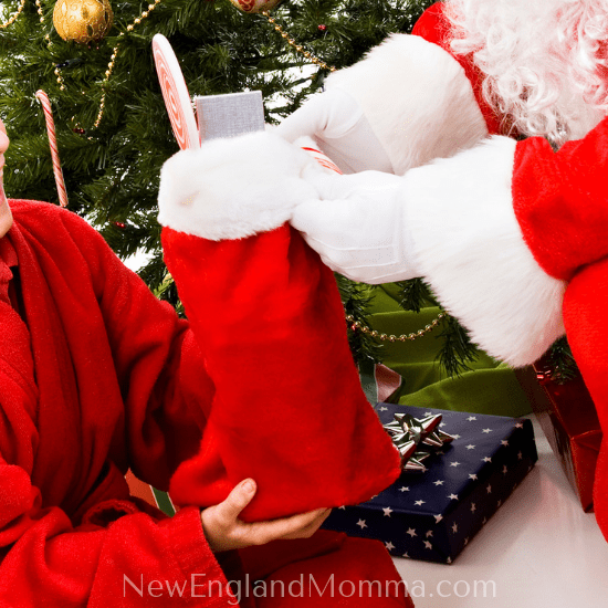 Christmas morning is a magical time with families. Make it stress-less by using these holiday tips! #holidaytips #ChristmasMorning #NEMomma