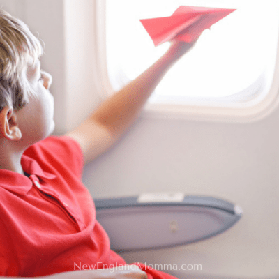 Flying with kids takes some planning to keep them happy and busy while they sit in their seat. Here are over 15 Non-Electronic Activity Ideas! #FlyingWithKids #Travelingwithkids